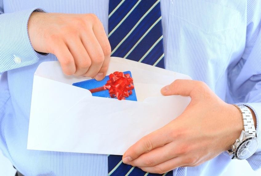 Дебетовая карта по почте: 3 банка, где заказать